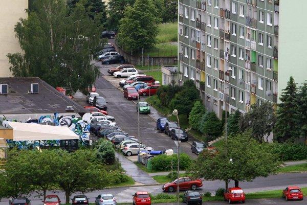 Parkovanie na sídlisku Sásová je už dlhé roky problémom.