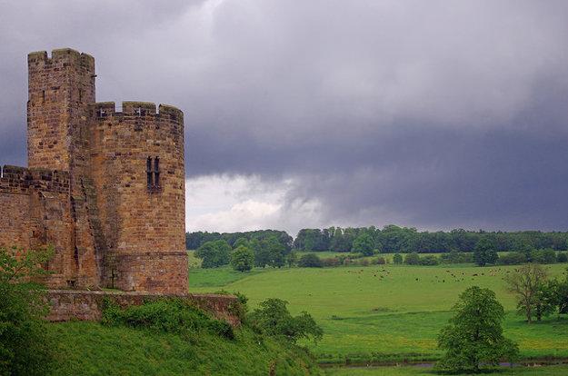 Zámok Alnwick poslúžil ako kulisa pre Harryho Pottera (Hogwarts) a Hru o tróny (Winterfell)