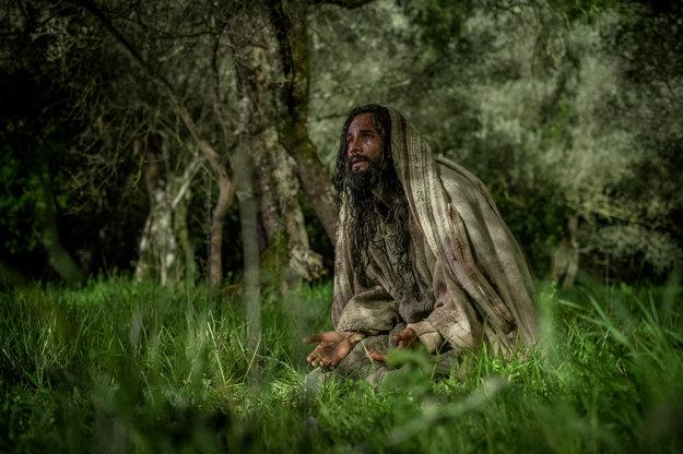 Rodrigo Santoro stojí ako Ježiš na popredných miestach v titulkoch.
