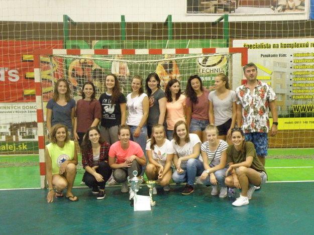 Víťazné družstvo žien z Bánoviec nad Bebravou