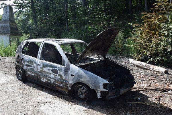 Auto. Zhorelo v okrese Košice – okolie, odtiahli ho na odpočívadlo v okrese Trebišov.
