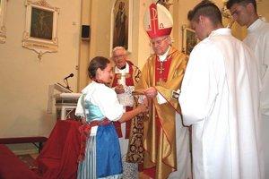 Emeritný diecézny arcibiskup Trnavskej arcidiecézy Ján Sokol počas svätej omše.