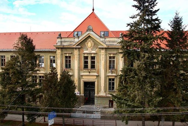 Základná škola Mihálya Tompu.