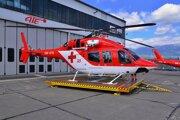 Na snímke nový vrtuľník Vrtuľníkovej záchrannej zdravotnej služby Air-Transport Europe Bell 429 pred hangárom na letisku Poprad-Tatry v Poprade.