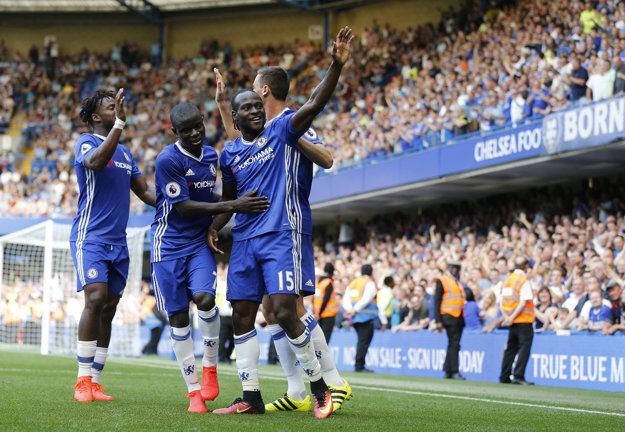 Chelsea porazila nováčika z Burnley 3:0.