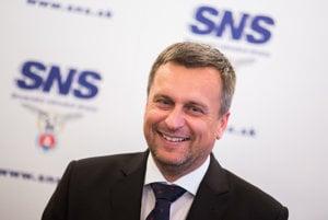 Predseda SNS Andrej Danko si svoje postavenie v politike odrel.