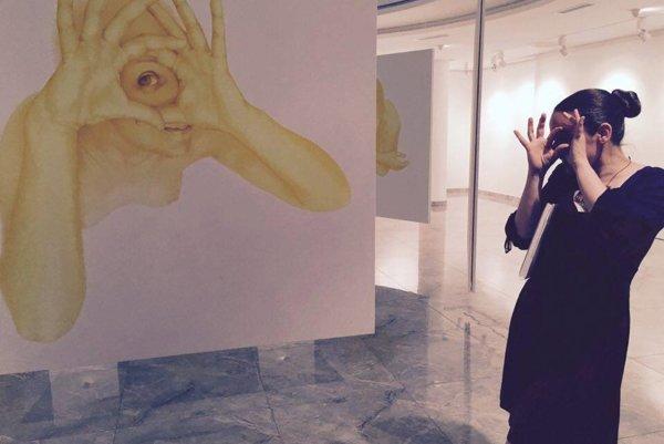 Dorota Sadovská na svojej výstave Anjeli a svätí.