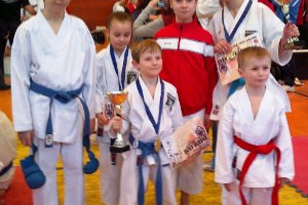 Reprezentanti Športovej školy karate Prievidza.