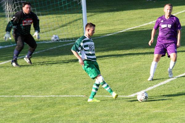 V zelenom Zoltán Uharček, autor dvoch gólov domácich.