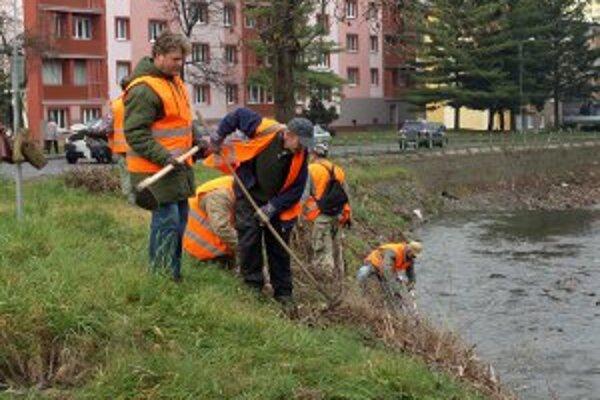 Vodné toky v Handlovej po povodniach v roku 2010 vyčistili.