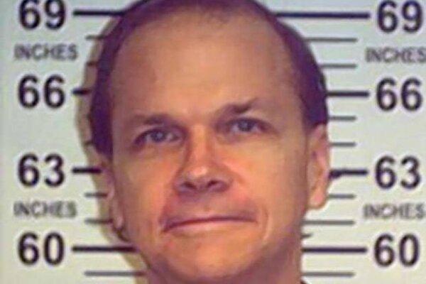 Sedí už 36 rokov. Mark Champan neuspel ani s deviatou žiadosťou o prepustenie.