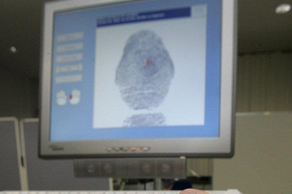 Kanada bude zbierať odtlačky prstov a digitálne fotografie od všetkých cudzincov prichádzajúcich do krajiny s vízom.