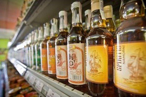 Mladí Česi pijú viac a s alkoholom začínajú skôr.