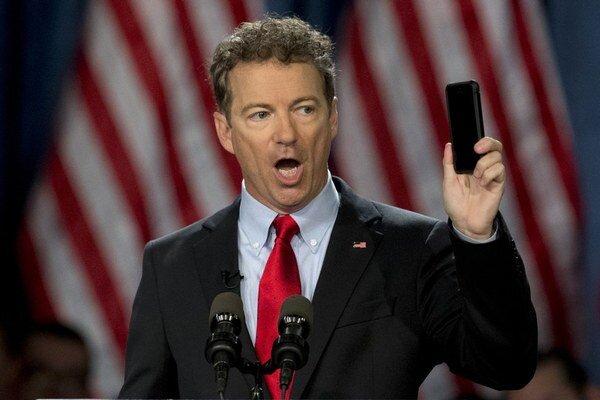Rand Paul považuje sledovanie mobilov za ohrozenie základných slobôd.