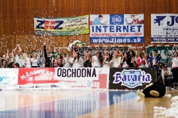 Súboje vo fandení prebiehali počas pätice domácich zápasov BC Prievidza.