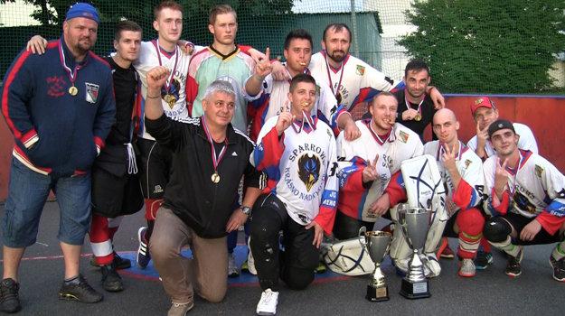 Víťazom turnaja sa stalo mužstvo Krásno Sparrows.