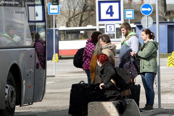 Metskú a medzimestskú dopravu v Liptove zabezpečuje súkromný prepravca Arriva Liorbus.
