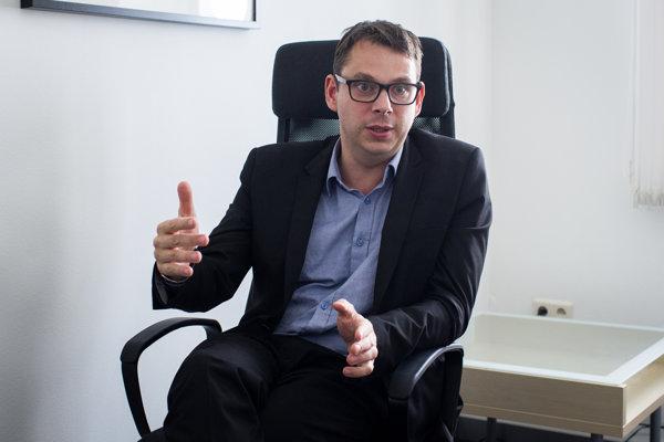Jakub Wisniewski je bývalý poľský veľvyslanec pri OBSE, pôsobil aj na poľskom ministerstve zahraničných vecí. VBratislave bude pôsobí ako riaditeľ výskumu vthink tanku Globsec Policy Institute.