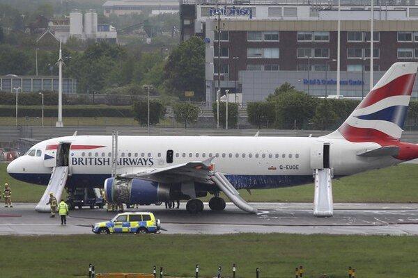 Lietadlo taiwanskej leteckej spoločnosti bezpečne pristálo v Los Angeles po telefonickej vyhrážke bombou.