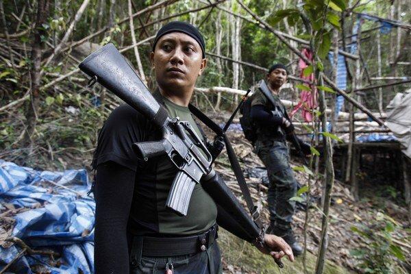 Polícia objavila 139 hrobov.