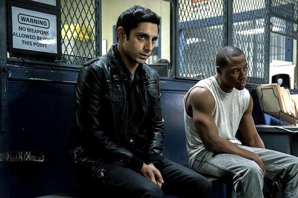 Nasir (vľavo) si ako moslim veľa sympatií verejnosti nezíska.