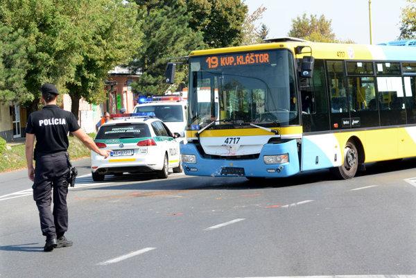 Po nehode. Vodička seatu vraj nehodu spôsobila.