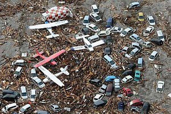 V piatok 11. marca 2011 zasiahlo Japonsko ničivé zemetrasenie s magnitúdom 8,9. Ničivá vlna cunami zničila japonské pobrežie.