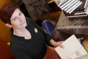 Najúspešnejšia slovenská autorka fantasy a sci-fi Alexandra Pavelková počas podpisovky