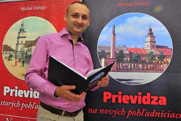Michal Dobiaš zbierku svojich pohľadníc Prievidze prezentuje už v druhej publikácii.