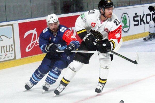 Víťazný gól strelil Tibor Kutálek. Vpravo obranca hostí Daniel Rokseth.
