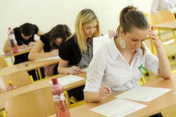 Výsledky tohtoročných maturít v Česku budú predmetom analýzy.
