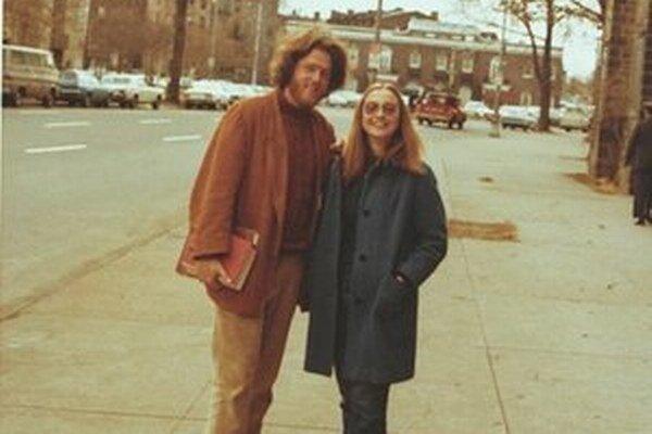Jedna z prvých spoločných fotografií. Bill vtedy podľa Hillary vyzeral ako Viking.
