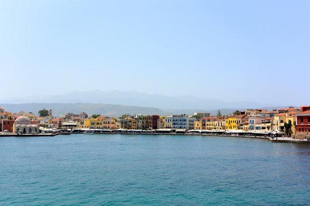Prístavné mestečko Chania.