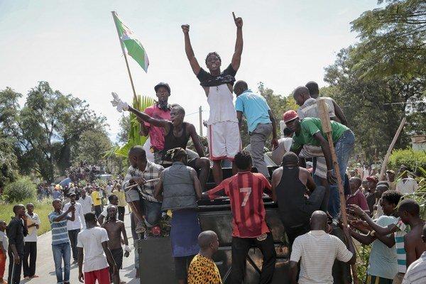 Demonštranti v Burundi.