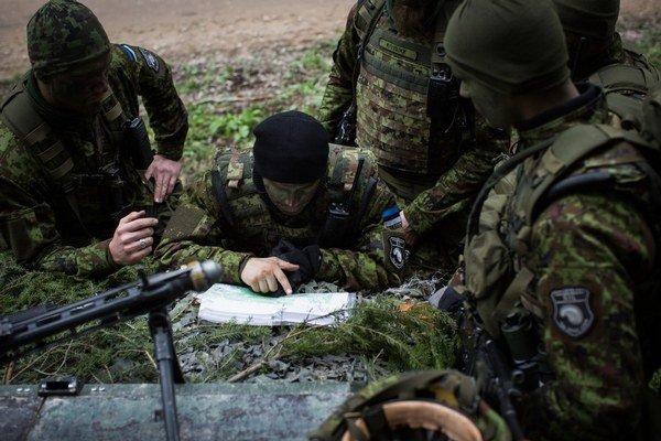 Estónci cvičenia brali vážne. Manévre pripomínali skutočnú vojnu.