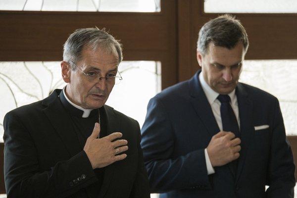Na snímke vľavo predseda Konferencie biskupov Slovenska (KBS) Stanislav Zvolenský a predseda NR SR Andrej Danko počas summitu predsedov biskupských konferencií.