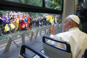 Kultúra blahobytu nás anestézovala, myslí si pápež František.