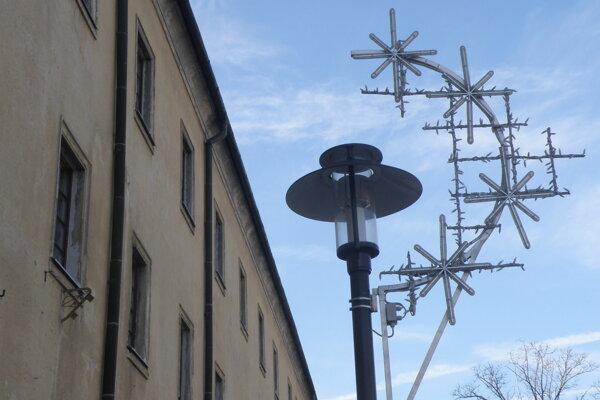 Výzdoba v Prievidzi bude počas tohtoročných Vianoc opäť bohatšia.