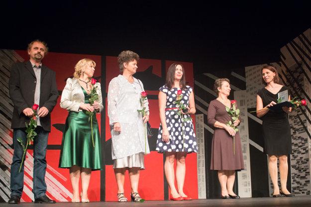 Ocenené obchodno-marketingové oddelenie s vedúcou Gabrielou Valentínyovou (vpravo).