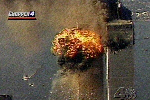 Do budovy WTC narazilo druhé lietadlo.