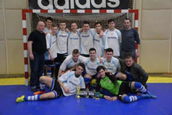 Víťazom sa stali futbaloví dorastenci z Prašíc.