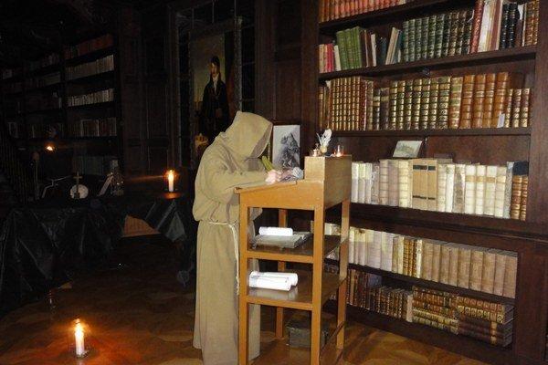 Apponyovská knižnica je momentálne najväčšou šľachtickou knižnicou sprístupnenou na území Slovenska. Nachádza sa vnej približne 17 300 kníh.