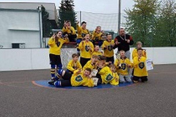 Topoľčianski hokejbalisti majú bronz.