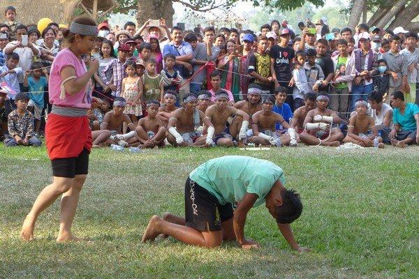 Ukážka khmérskeho boxu počas festivalu Angkor Sankranta 2015.