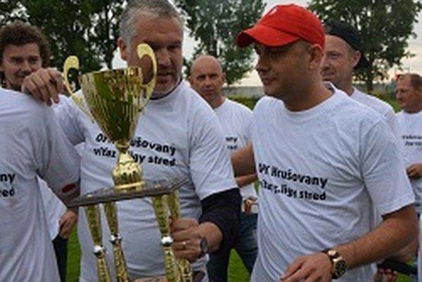 Vľavo tréner OFK Jozef Ducký a predseda klubu Peter Hazucha.
