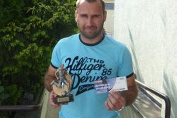 Víťaza Adriána Tótha podporili aj hlasy zMacedónska, Nemecka, Talianska, Anglicka, či Ameriky.