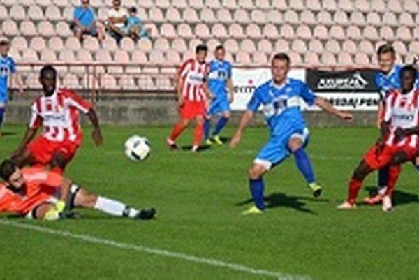 Brankár Junas inkasoval v Púchove päť gólov.