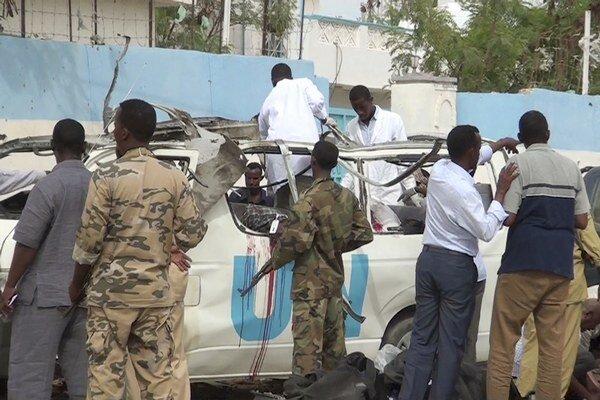 Zničené auto OSN.