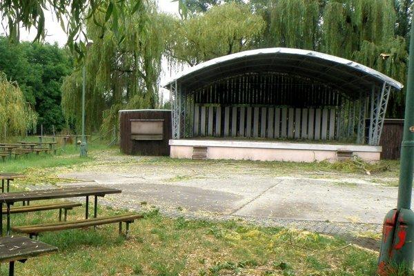 Areál Pod vŕbičkami v Nedožeroch-Brezanoch využívajú hlavne na letné podujatia.
