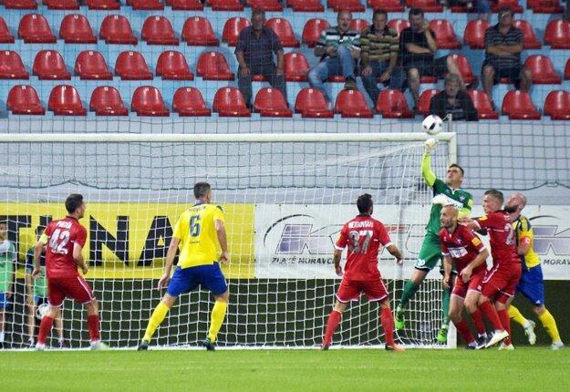 Brankársky matador Pavol Kováč bol opäť oporou FC ViOn.